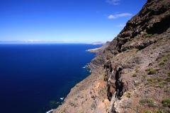 Panorama van de bergen aan de oceaan royalty-vrije stock afbeeldingen