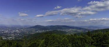 Panorama van de Beskidy-bergen in Zuidelijk Polen Stock Afbeeldingen