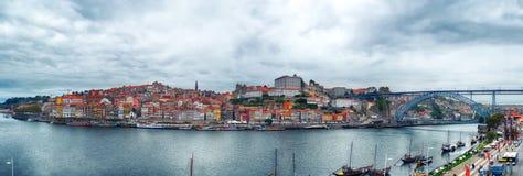 Panorama van de Douro-rivier, Dom Luiz Bridge, Porto, Portugal Royalty-vrije Stock Afbeeldingen