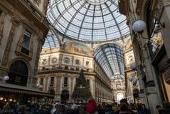Panorama van de Galerij Vittorio Emanuele II en de Kerstboom stock afbeeldingen