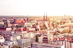 Panorama van de gestemde stad van Wroclaw op een Zonnige heldere dag, royalty-vrije stock afbeelding