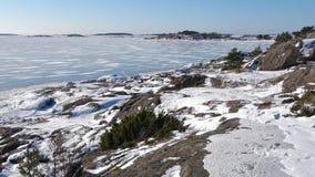 Panorama van de Golf van Finland, ijzige februari-dag De omgeving van Hanko, Finland stock footage