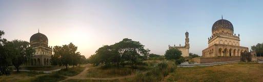 Panorama van de graven in India stock foto's