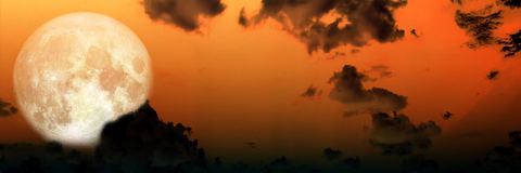 Panorama van de hemel super maan van de onduidelijk beeld donkere wolk bij nacht Stock Foto's