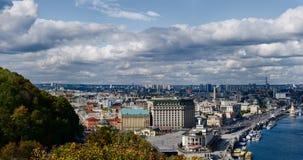 Panorama van de historische districten van Kiev Stock Afbeeldingen