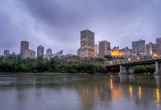 Panorama van de horizon van Edmonton bij schemer Royalty-vrije Stock Afbeelding