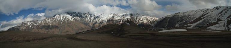 Panorama van de Kaukasische bergen georgië Royalty-vrije Stock Foto's