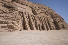 Panorama van de kleine Tempel van Nefertari in Abu Simbel, Egypte stock foto's