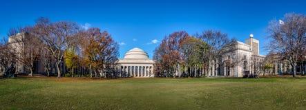 Panorama van de Koepel van Massachusetts Institute of Technology MIT - Cambridge, Massachusetts, de V.S. royalty-vrije stock afbeelding