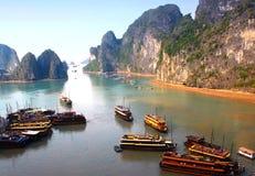 Panorama van de Lange Baai van Ha Stock Afbeeldingen