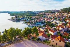 Panorama van de mediterrane stad van Sibenik Stock Foto
