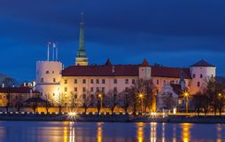 Panorama van de Nacht Riga, Letland royalty-vrije stock foto's