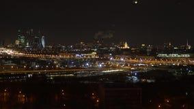 Panorama van de nachtmetropool stock video