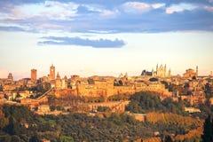 Panorama van de Orvieto het middeleeuwse stad Italië Stock Afbeeldingen