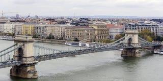 Panorama van de oude stad en de Rivier van Donau in de herfst in Boedapest, Hongarije Royalty-vrije Stock Fotografie
