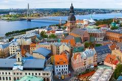 Panorama van de Oude Stad van Riga, Letland stock foto's