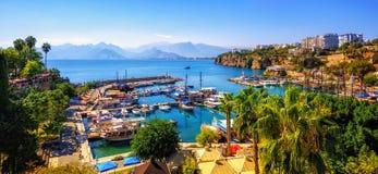 Panorama van de Oude de Stadshaven van Antalya, Turkije royalty-vrije stock afbeelding
