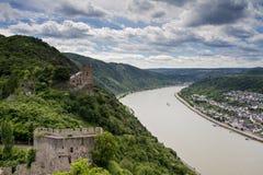 Panorama van de Rijn-Riviervallei met Kasteel Liebenstein stock fotografie