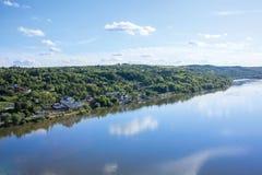 Panorama van de rivier Donau dichtbij Novi Sad Stock Afbeelding