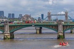 Panorama van de Rivier van Theems en Torenbrug in Stad van Londen, Engeland, Groot-Brittannië Stock Afbeelding