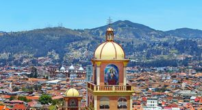 Panorama van de stad Cuenca, Ecuador stock foto