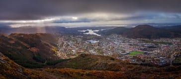 Panorama van de stad die van Bergen hierboven wordt gezien van Royalty-vrije Stock Afbeeldingen