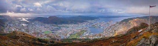 Panorama van de stad die van Bergen hierboven wordt gezien van Stock Afbeelding