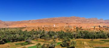 Panorama van de stad en de oase van Tinerhir, Marokko royalty-vrije stock foto's