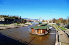 Panorama van de stad van Nish, Servië stock foto's
