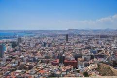 Panorama van de stad van Alicante van watchtower Santa Barbar stock foto