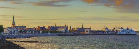 Panorama van de stad van Elsinore in de zonsondergang Stock Fotografie