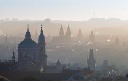 Panorama van de stadssilhouetten van Praag stock afbeelding