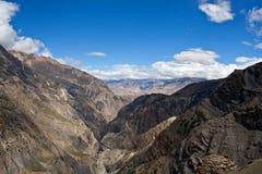 Panorama van de vallei van Kali Gandaki, Nepal Stock Foto's
