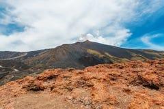 Panorama van de vulkaan van Ondersteletna stock fotografie