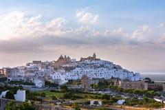 Panorama van de witte en oude stad van Ostuni royalty-vrije stock afbeelding