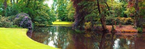 Panorama van de zomer Nederlands park Stock Foto's