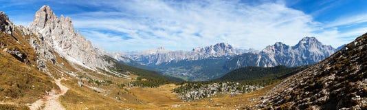 Panorama van dolomiti rond Cortina D Ampezzo royalty-vrije stock afbeelding