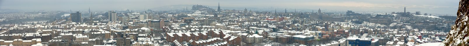 Panorama van Edinburgh, Schotland, in sneeuw Stock Foto