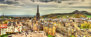 Panorama van Edinburgh van het kasteel stock foto