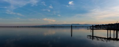 Panorama van een baai in het Vreedzame Noordwesten stock afbeeldingen