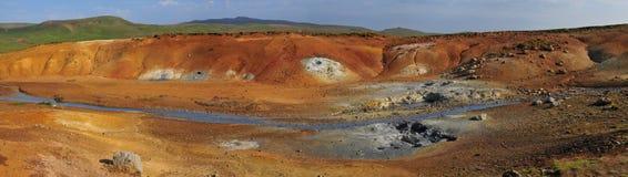 Panorama van een geothermisch gebied in IJsland Stock Foto
