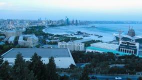 Panorama van een Grote Stad door het Overzees Dag aan nacht Timelapse stock videobeelden