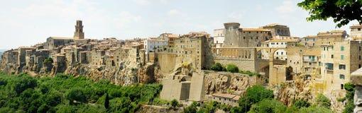 Panorama van Pitigliano in Italië stock foto's