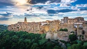 Panorama van een oude stad Pitigliano, kleine oude stad in Maremma-Gebied in Toscanië, Italië stock fotografie