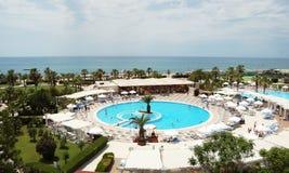 Panorama van een rond zwembad Royalty-vrije Stock Afbeeldingen