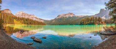 Panorama van Emerald Lake Het Nationale Park van Yoho Brits Colombia canada royalty-vrije stock foto's
