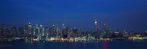 Panorama van Empire State Building en Manhattan, NY horizon met Hudson River en haven, schot van Weehawken, NJ royalty-vrije stock afbeeldingen