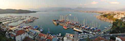 Panorama van Fethiye, Turkije in de middag Stock Foto's