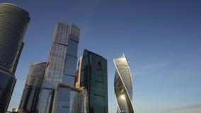 Panorama van financiële districtscityscape en de beroemde wolkenkrabbers Moskou stock footage