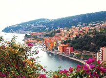 Panorama van Franse Riviera dichtbij stad van Villefranche-sur-Mer, Menton, Monaco Monte Carlo, CÃ'te D ` Azur, Franse Riviera, F Stock Afbeeldingen